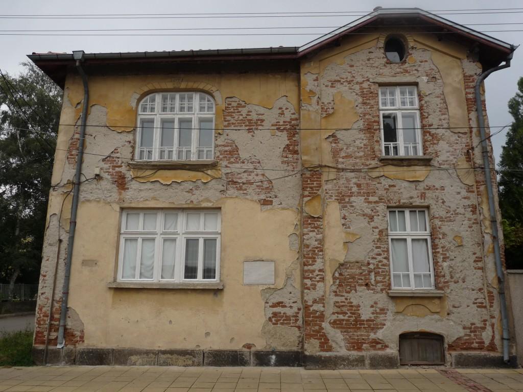 """Сграда, помещаваща вестник """"Самоковска комуна"""". Днес е изоставена."""