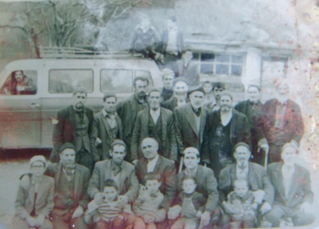 Помаци от село Чамалтъ, окръг Бафра, избягали през 1934 г. от село Ерма река, Зла- тоградско (снимката е от архива на Мехмед Кундьов, 60-те години на 20 век)