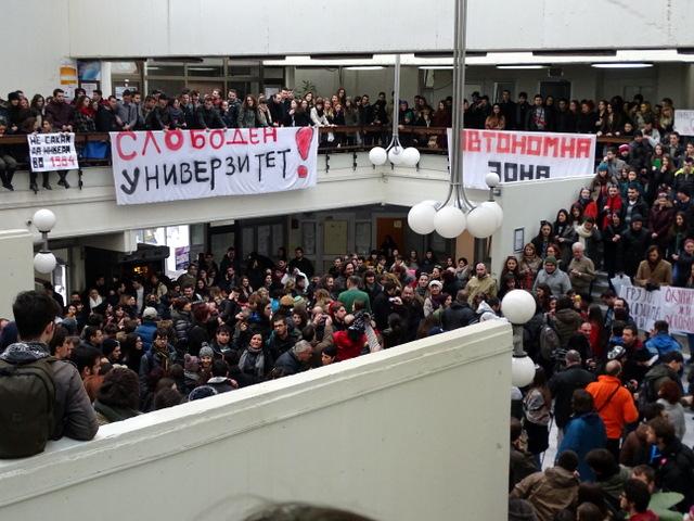 Окупирания Философски факултет в Университета в Скопие, Македония. Снимка: Balkan Insight