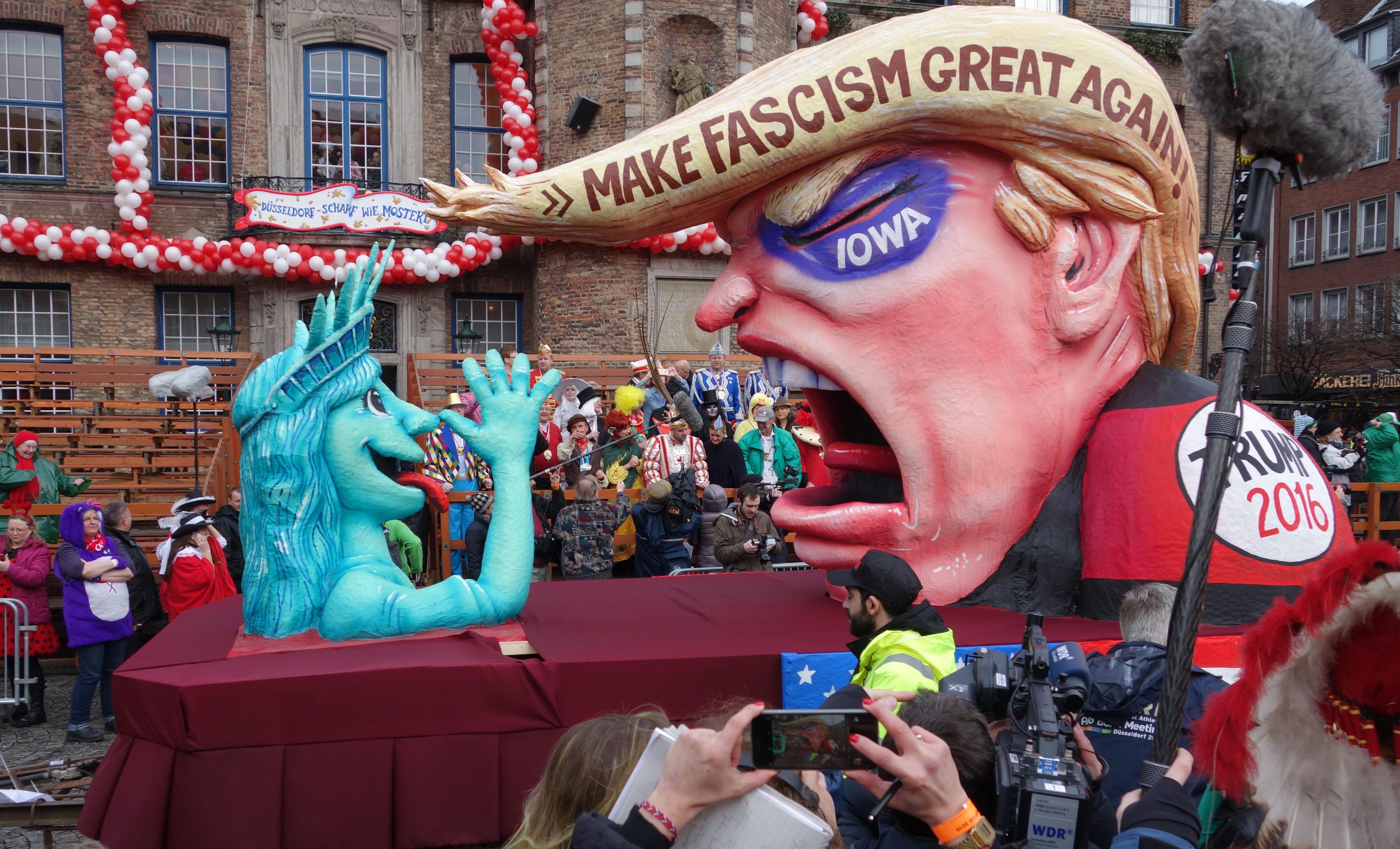 Карнавал в Дюселдорф, иронизиращ Доналд Тръмп.