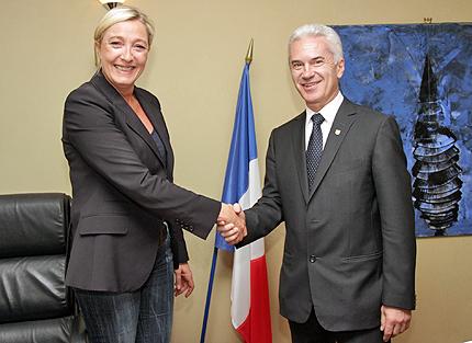 Марин льо Пен и Волен Сидеров, водачи съответно на крайно-десните Национален фронт и АТАКА.  Снимка: Wikimedia