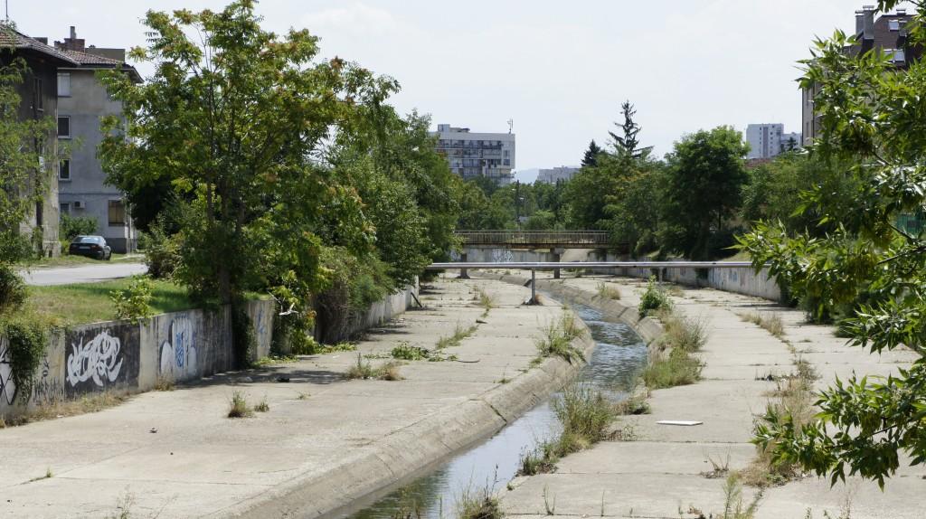 """Квартал """"Христо Ботев"""" - корито на река Слатинска"""