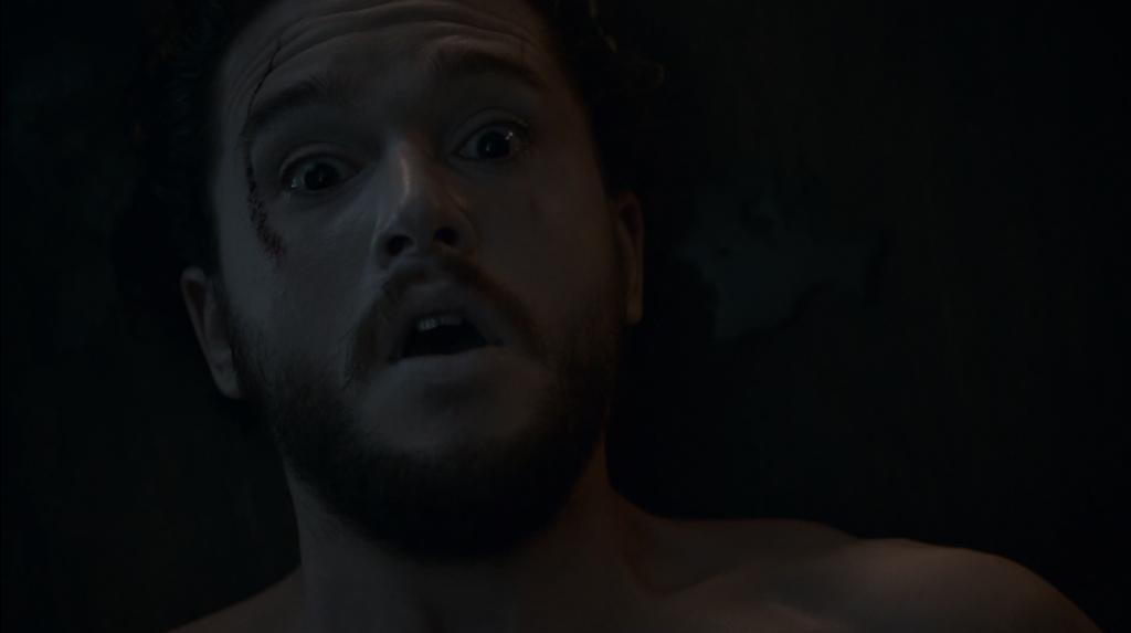 """Джон Сноу се събужда по-жив и красив от всякога. """"Игра на тронове"""", епизод 6, сезон 2, собственост на HBO."""