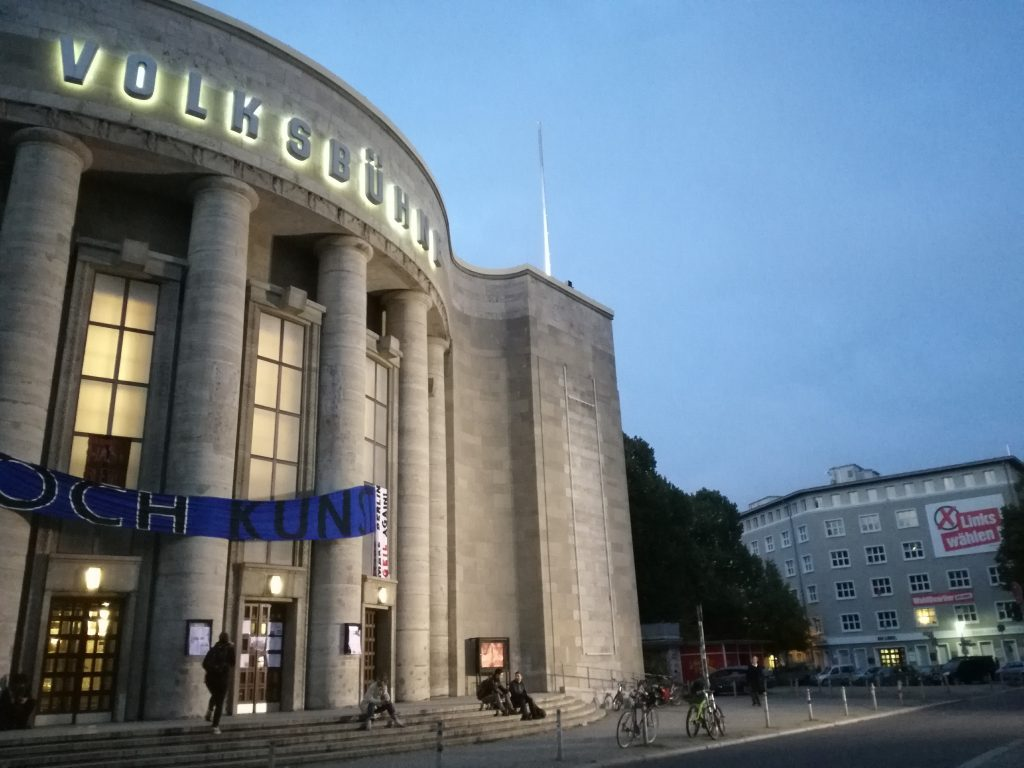 Фасадата на Volksbühne.