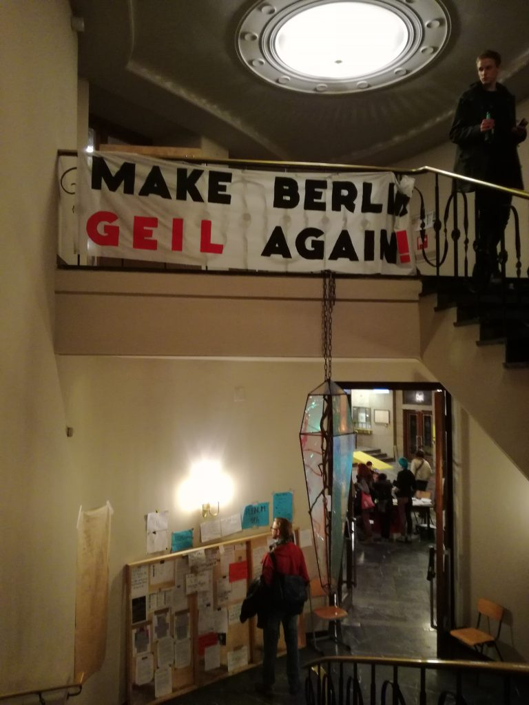 """Надписът гласи """"Да направим Берлин отново страхотен"""""""