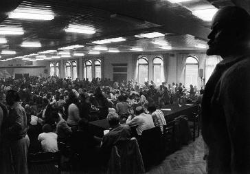 "Стачна среща на полския Независим самоуправляем проф- съюз ""Солидарност"", основан през 1980 г. в Гданск. Източник: polishgreatness.com"