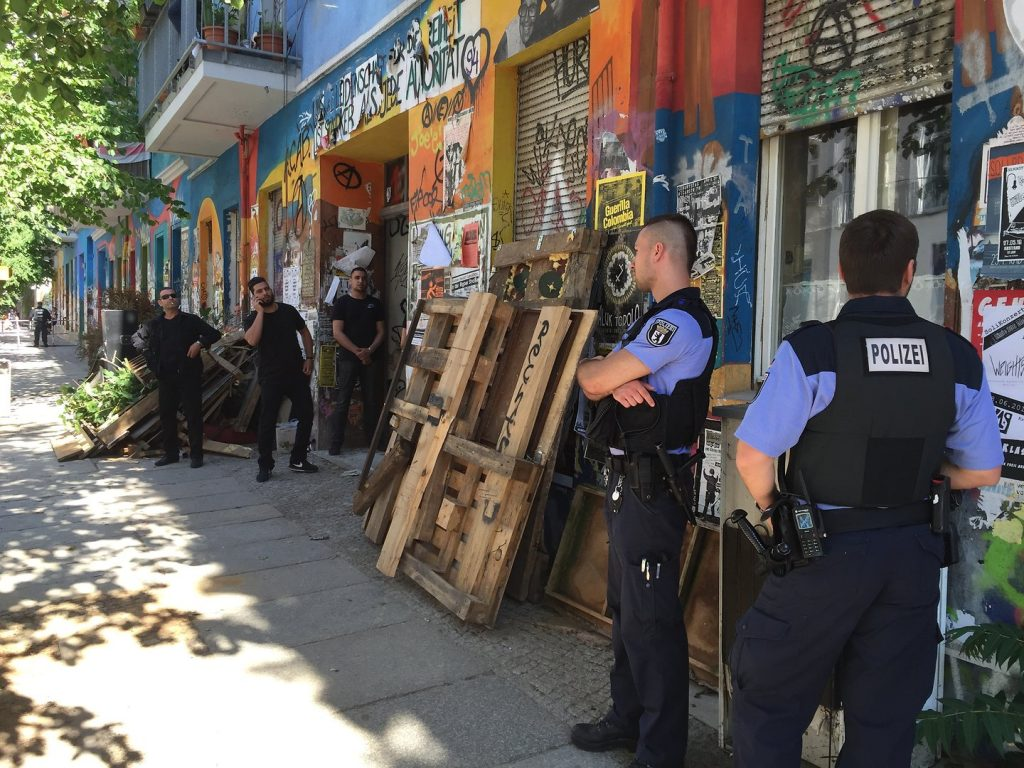 полиция Rigaer Str. 94